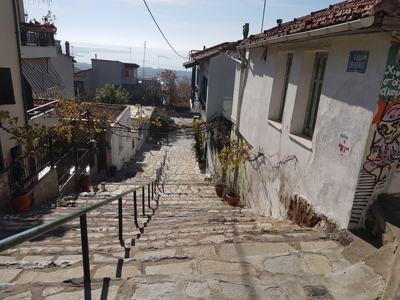 """אפשר לטייל גם מלמעלה למטה. זהירות ממדרגות חלקלקות (צילום: אחיה ראב""""ד)"""