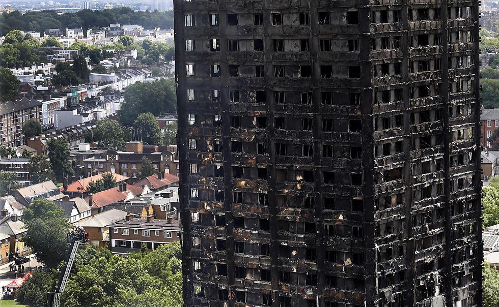 השריפה במגדל גרנפל בלונדון, שבה נספו לפחות 80 בני אדם (צילום: AP) (צילום: AP)