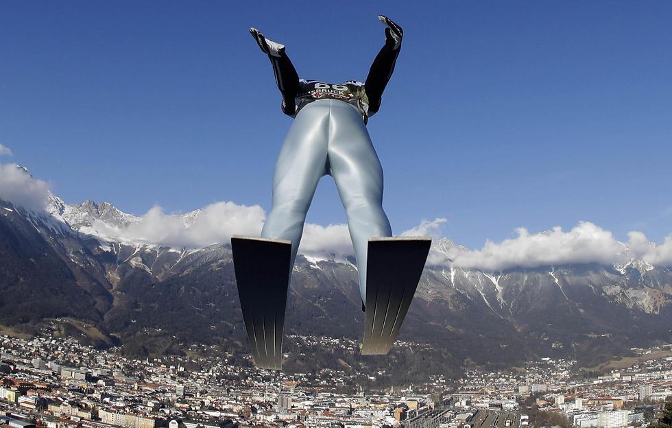 מרקוס אייזנבליכר בתחרות קפיצות סקי באינסברוק, אוסטריה (צילום: AP) (צילום: AP)