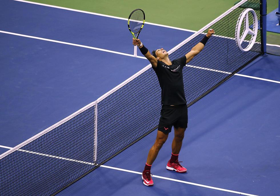 """הטניסאי רפאל נדל זוכה באליפות ארה""""ב הפתוחה (צילום: AP) (צילום: AP)"""