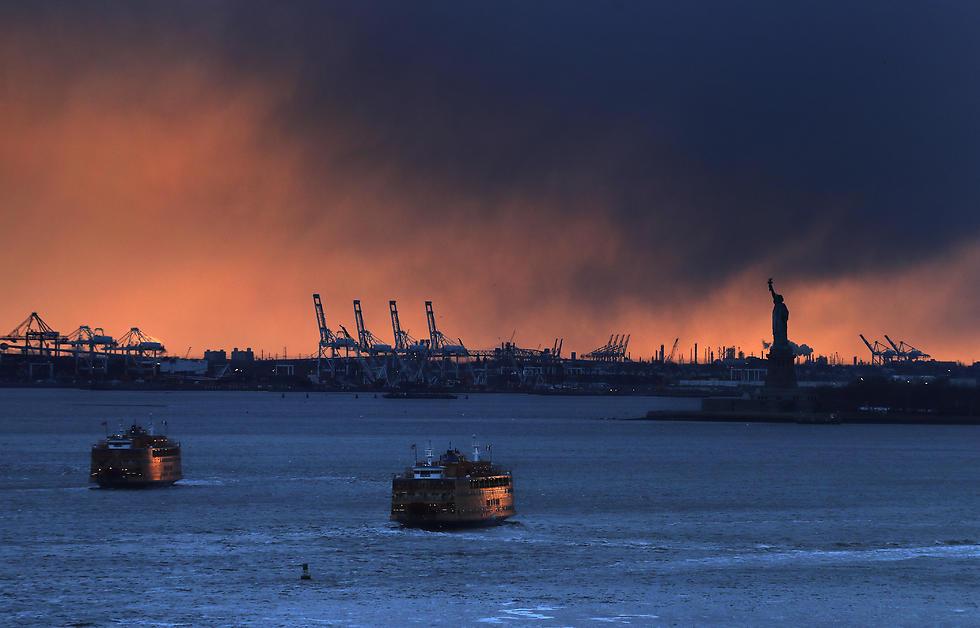 מעבורות מול חופי מנהטן, ניו יורק (צילום: AP) (צילום: AP)