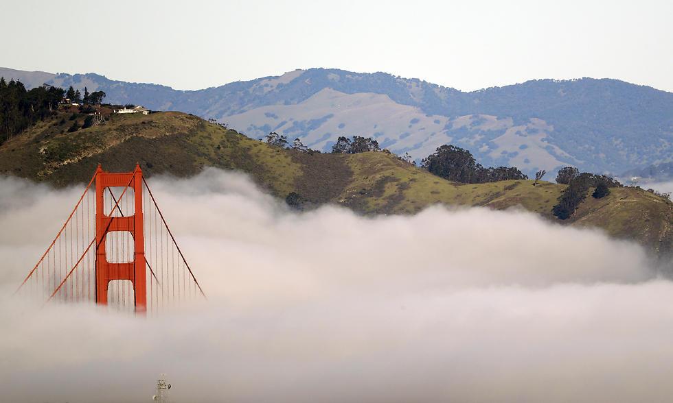 גשר הזהב בסן פרנסיסקו מבעד לערפל (צילום: AP) (צילום: AP)