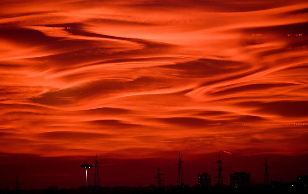 שעת דמדומים במילאנו, איטליה (צילום: AP) (צילום: AP)
