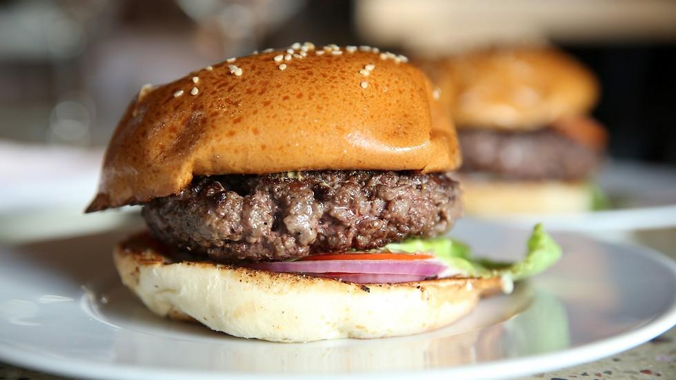 ההמבורגר המושלם של חיים כהן (צילום: ירון ברנר) (צילום: ירון ברנר)