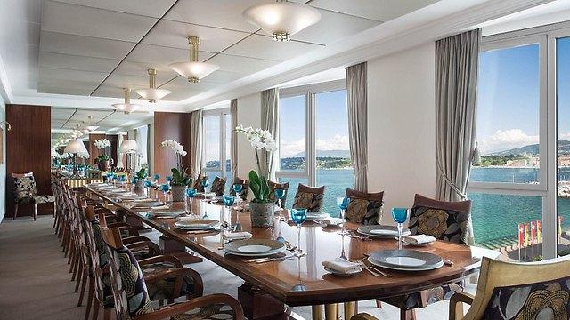 שולחן אוכל ארוך במיוחד (צילום:  hotelpresidentwilson.com/Caters News)