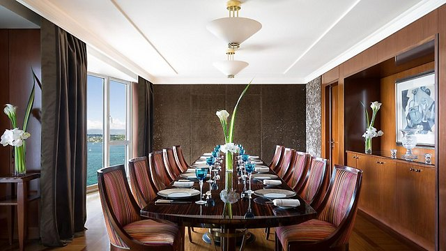 אחד מחדרי האוכל של הסוויטה (צילום:  hotelpresidentwilson.com/Caters News)