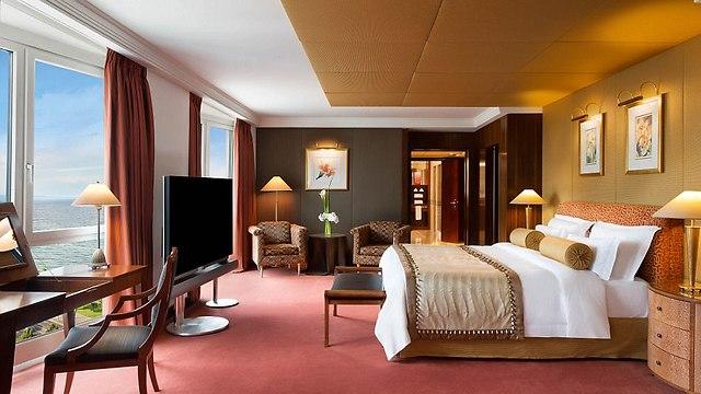שוב, חדר שינה מעוצב (צילום:  hotelpresidentwilson.com/Caters News) (צילום:  hotelpresidentwilson.com/Caters News)