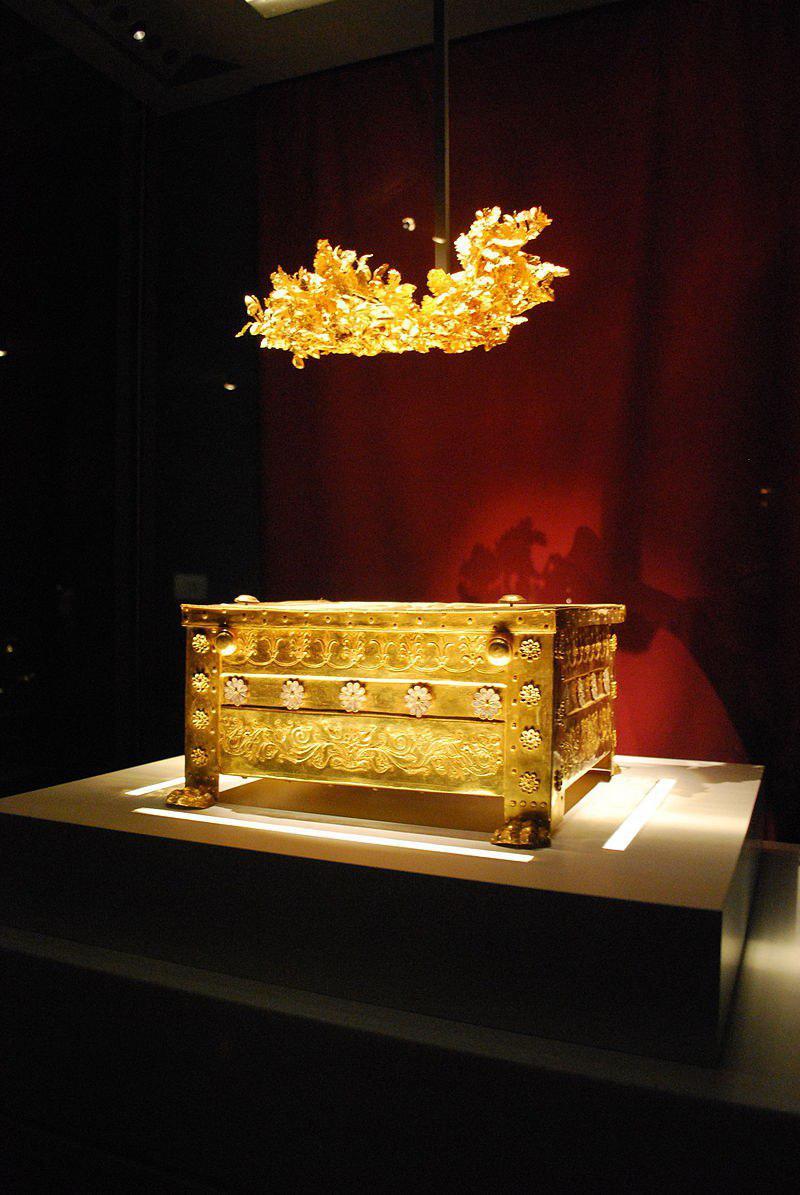 ארון הקבורה המוזהב של המלך פיליפוס ה-2 (צילום: Sarah Murray, מתוך ויקיפדיה)