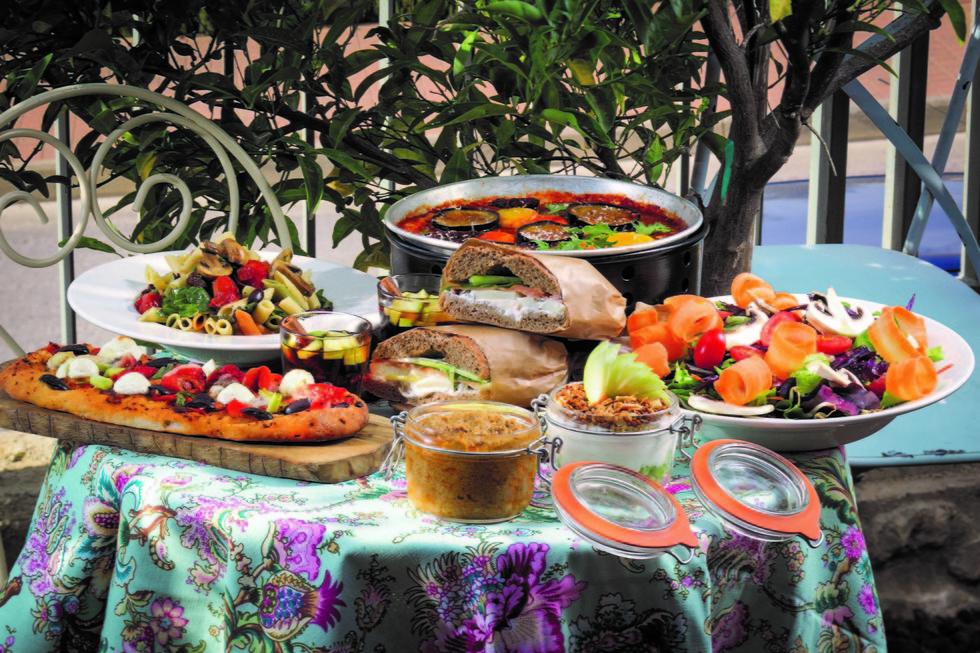 """גם תורמים וגם אוכלים ארוחה מעולה. בית קפה """"מארג"""" (צילום: אנטולי מיכאלו) (צילום: אנטולי מיכאלו)"""