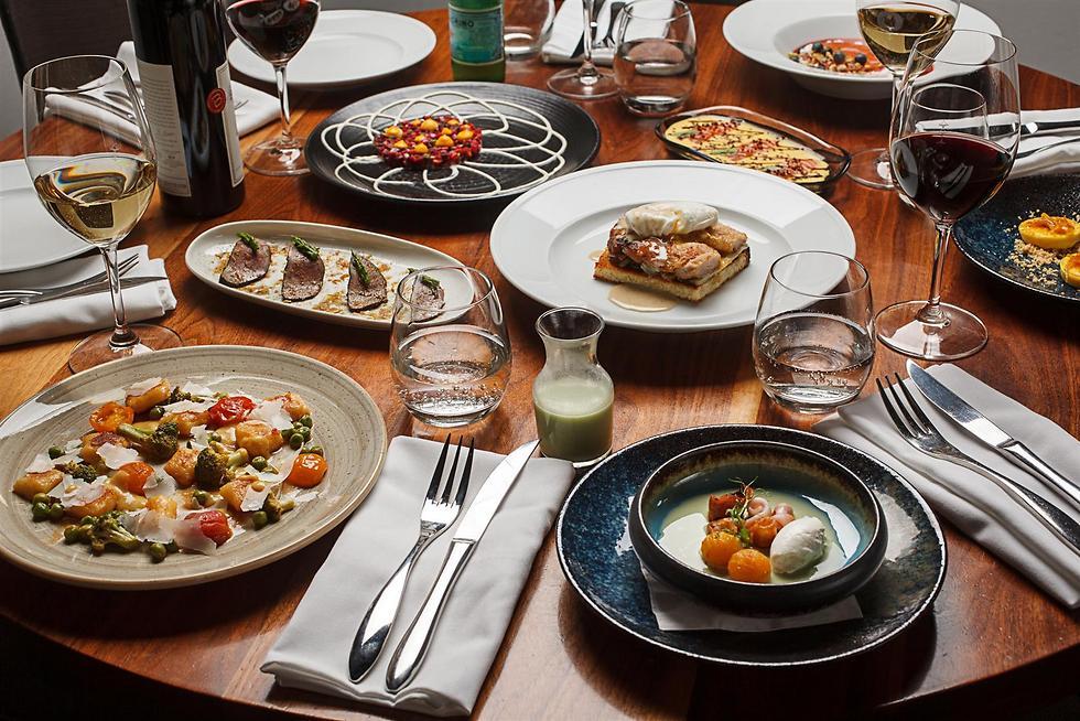 """שילוב בין ארוחת צהריים לארוחת טעימות. הבראנץ' של מסעדת """"פופינה"""" (צילום: חיים יוסף) (צילום: חיים יוסף)"""