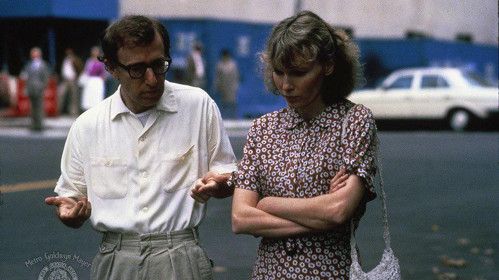 """""""כותב על משפחות יהודיות כי זה מה שאני מכיר"""". מתוך """"חנה ואחיותיה"""" (1986) ()"""