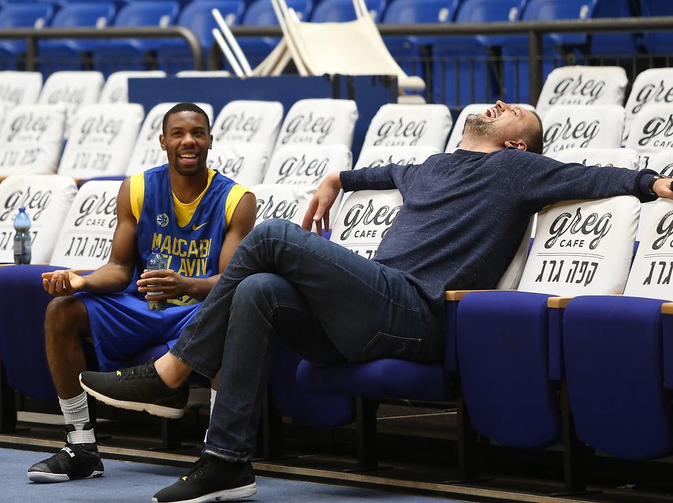 מה כל כך מצחיק? וויצ'יץ' וקול (צילום: עוז מועלם) (צילום: עוז מועלם)