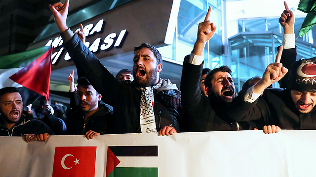 Protestors near US Embassy in Ankara  (Photo: AFP)