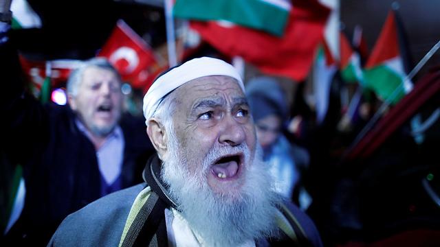 מפגינים גם בטורקיה (צילום: רויטרס)