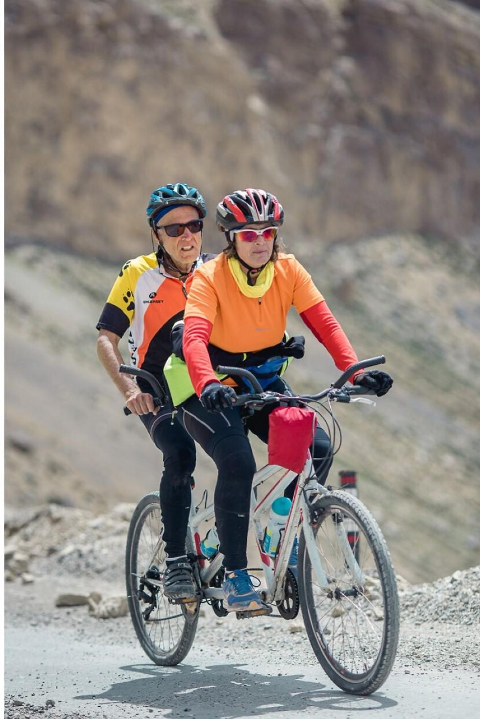 רוכבים יחד (צילום: AMRIT VATSA) (צילום: AMRIT VATSA)
