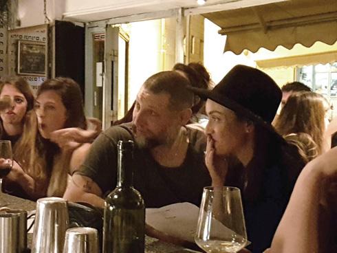 """עם אנה ארונוב. """"אני קהה מאוד לאהבה בזמן האחרון"""" (צילום: באדיבות פנאי פלוס)"""