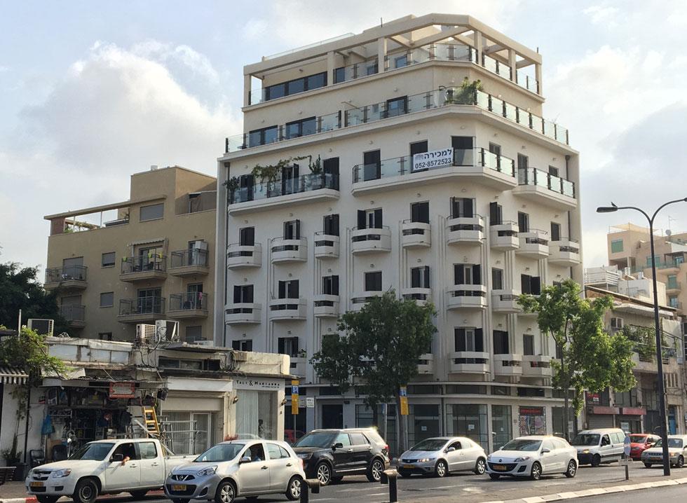 כל עוד המרפסת הישראלית נחשבת למחסן בעיני חלקים נרחבים מהציבור, מומלץ לדאוג לפתרון שיאפשר מצב ביניים בין אטום לשקוף (צילום: דקל גודוביץ)