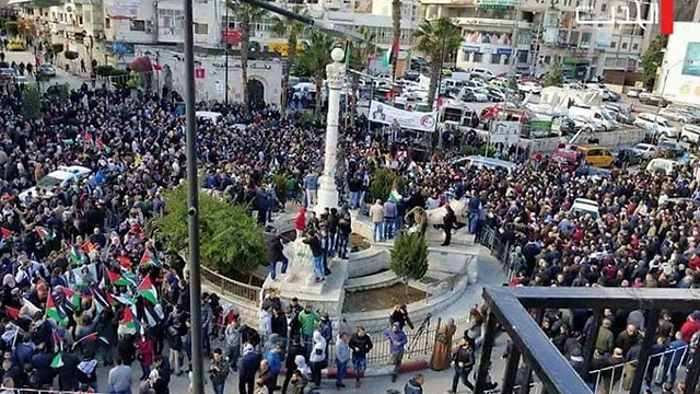 אלפי מפגינים ברמאללה ()