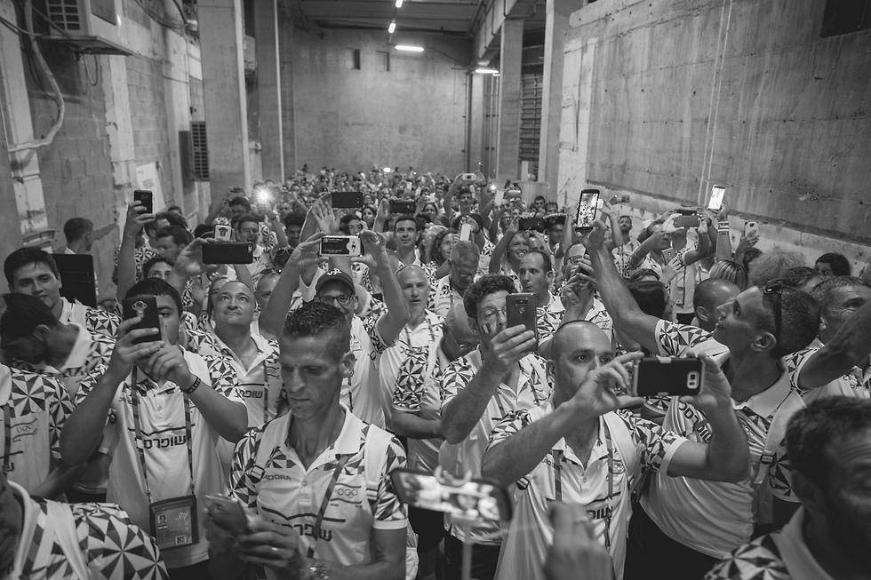 ספורט - תמונות בודדות, מקום ראשון: רגע לפני כניסת נבחרת ישראל לאצטדיון טדי בטקס פתיחת משחקי המכבייה. ירושלים, 6 ביולי 2017 (צילום: אילן ספירא)