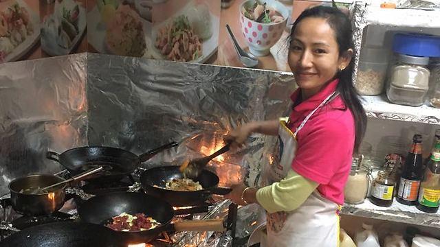 מעוררת הערצה: רונג'אן בזמן הבישולים הטעימים (צילום: יעל לרנר) (צילום: יעל לרנר)
