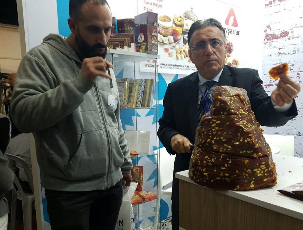 מעדן טורקי שמזכיר שווארמה או חלבה במראה