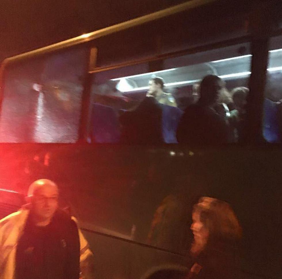 """האוטובוס שנפגע (צילום: שון רזניקוב, דוברות מד""""א) (צילום: שון רזניקוב, דוברות מד"""