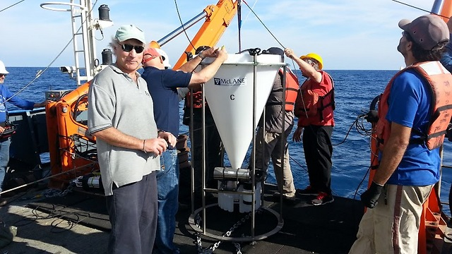 הכנות אחרונות בלב ים (צילום: באדיבות צוות המחקר) (צילום: באדיבות צוות המחקר)