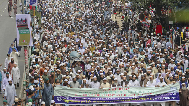 A mass protest in Bangladesh (Photo: AP)