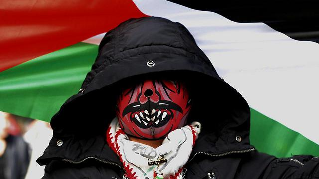 Demonstrator in Beirut (Photo: AFP)