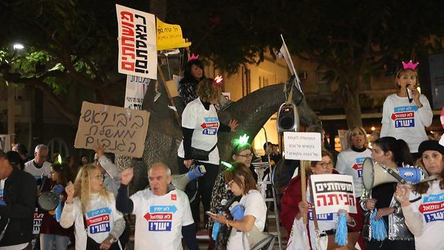 Protesters in Tel Aviv Saturday (Photo: Motti Kimchi)