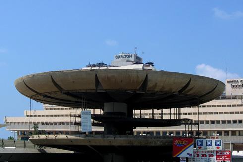 הקולוסיאום השרוף, 2006. שנתיים אח''כ ייפתח כאן מועדון חברים סגור, שייכשל במהרה (צילום: נעם רוזנברג)
