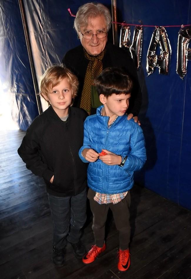 נהנתם במופע? אלכס אנסקי והנכדים (צילום: רן בירן)