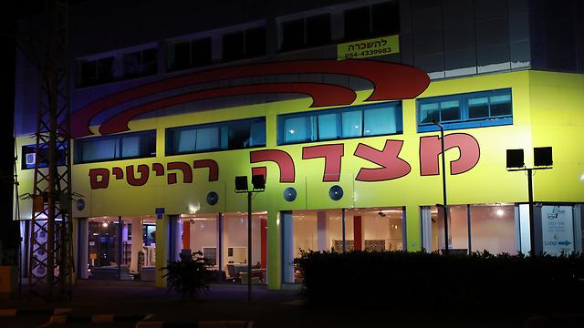 חנות הרהיטים בבעלותו של יוסף בראשון לציון (צילום: טל שחר) (צילום: טל שחר)