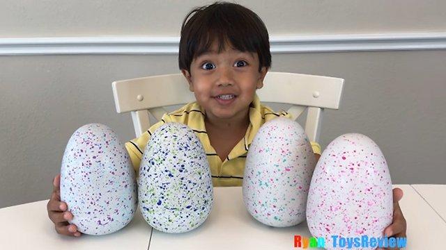רק בן 6. ריאן עם צעצועים (צילום: מתוך יוטיוב) (צילום: מתוך יוטיוב)