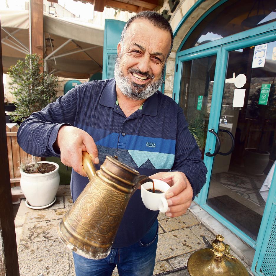 """""""כולם התארחו פה בעבר"""". חוסאם עבאס , הבעלים של אל־באבור"""