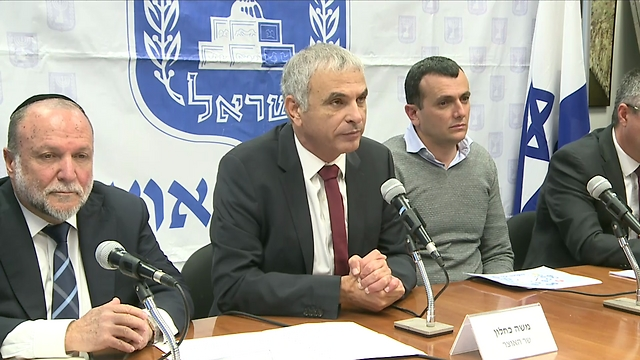 Finance Minister Kahlon announce an NIS 800 million tax reduction (Photo: Ofer Meir)