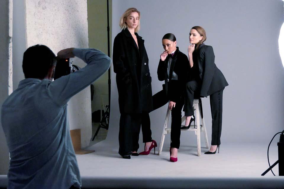 """Фотосессия для журнала """"Шарм"""" (слева направо): дизайнер Римма Романо, Анна Аронова, актриса Аня Букштейн. Фото: Цвика Тишлер"""