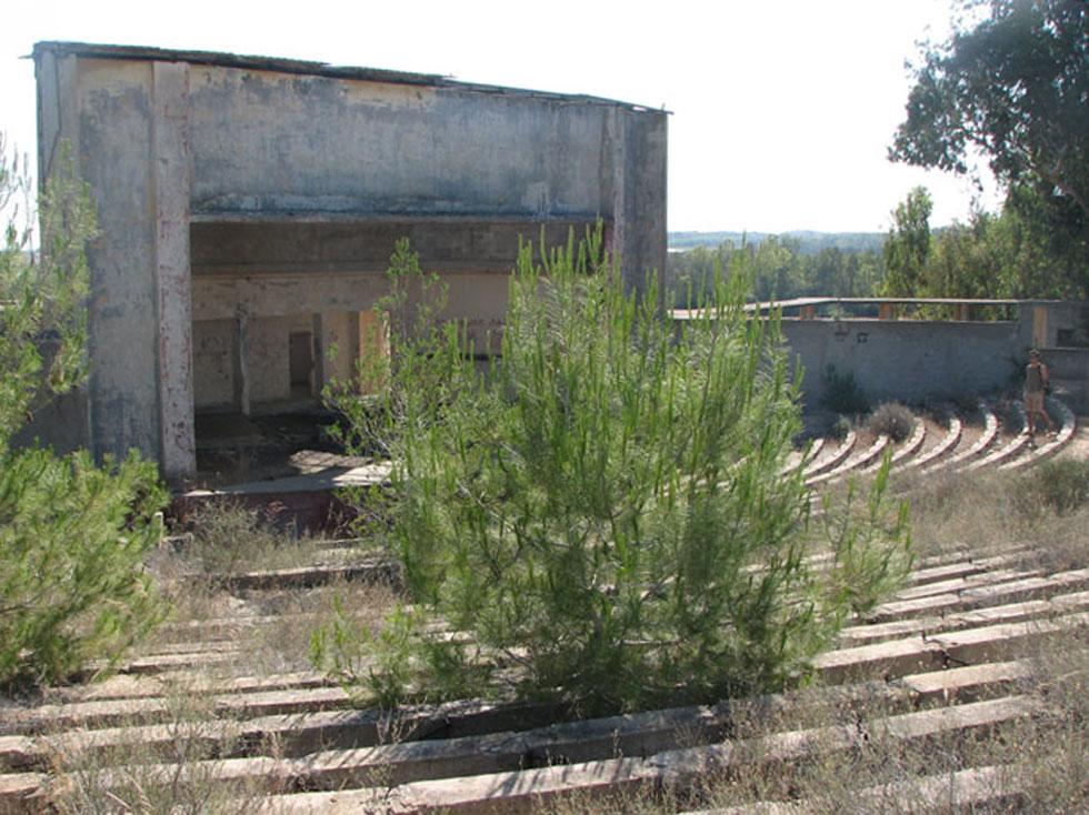 המיקום: האמפיתיאטרון הנטוש שסמוך לקיבוץ גברעם, כ-10 קילומטרים מאשקלון. לחצו כאן לסיפורו של המקום (צילום: מיכאל יעקובסון)