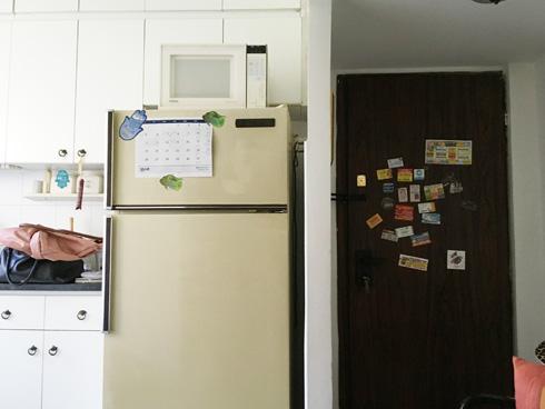 """לפני השיפוץ. """"הדירה נראתה לנו חשוכה וסגורה""""  (צילום: דנה ברוזה)"""