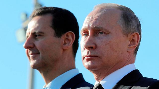 אסד ופוטין בבסיס הרוסי בסוריה (צילום: AP) (צילום: AP)