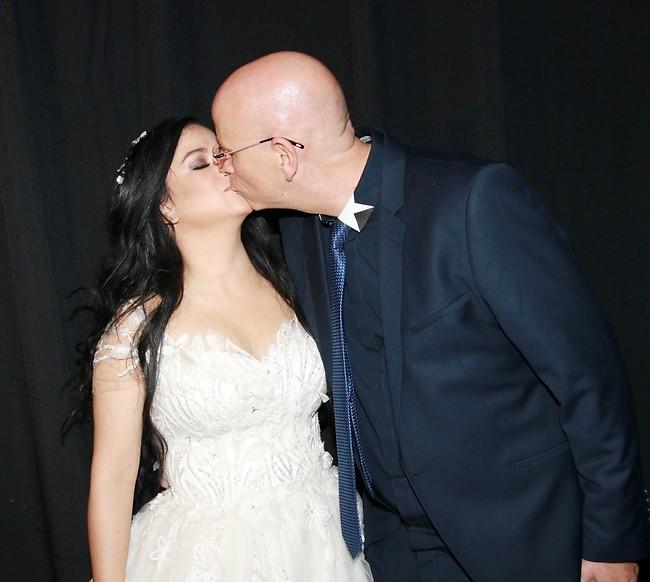 הופתעה. מיקי ואריק ביום חתונתם (ענת מוסברג)