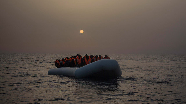 Boat carrying African migrants, most of them from Sudan and Senegal, nearing the beaches of Libya (Photo: Amnesty International)