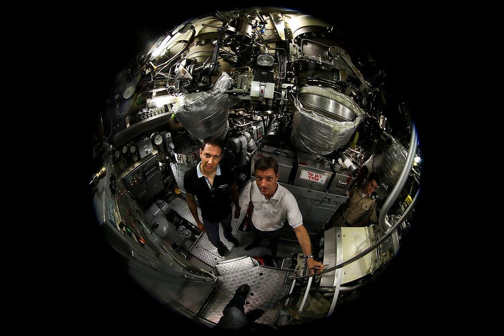 Bergman with Die Zeit co-writer Holger Stark on a submarine (Photo: Ziv Koren)