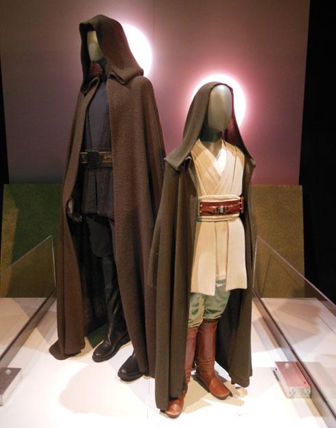 תלבושות של אנאקין סקייווקר הילד ואובי וואן קנובי (צילום: אמיר בוגן)