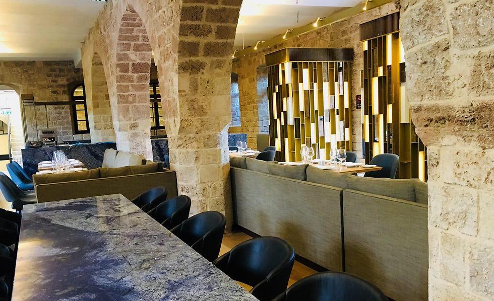 מסעדת המלון בין הקשתות ומבני האבן שנשתמרו היטב (צילום: שירי הדר) (צילום: שירי הדר)