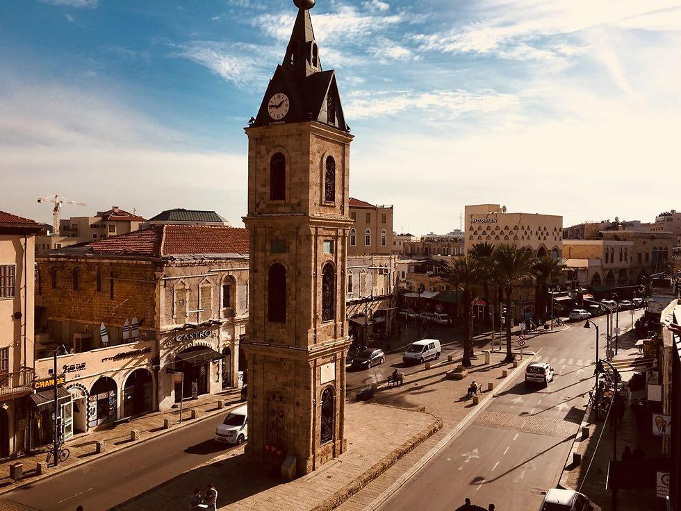 גלויה ממרפסת החדר: כיכר השעון המפורסמת (צילום: שירי הדר) (צילום: שירי הדר)