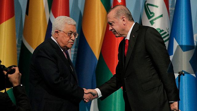 President of Turkey Erdoğan (R) with PA President Mahmoud Abbas (Photo: AP)