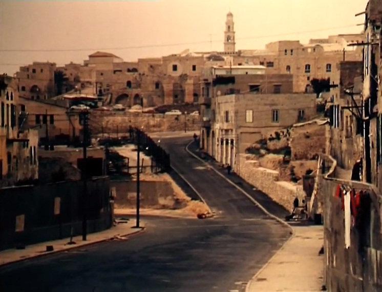 """מגדל השעון ומשמאלו מבנה ה""""קישלה"""", מתוך סצנת הפתיחה בסרט """"השוטר אזולאי"""""""