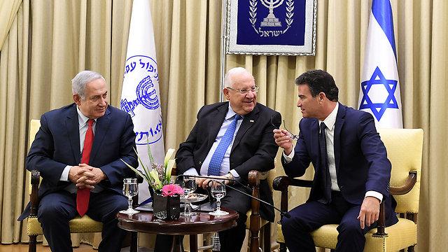 """ראש המוסד יוסי כהן עם ראש הממשלה ונשיא המדינה (צילום: קובי גדעון, לע""""מ) (צילום: קובי גדעון, לע"""