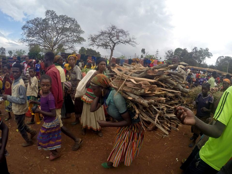 שוק מקומי של השבטים ארי (ari) ובנה (banna) (צילום: יריב ואיילת כץ) (צילום: יריב ואיילת כץ)